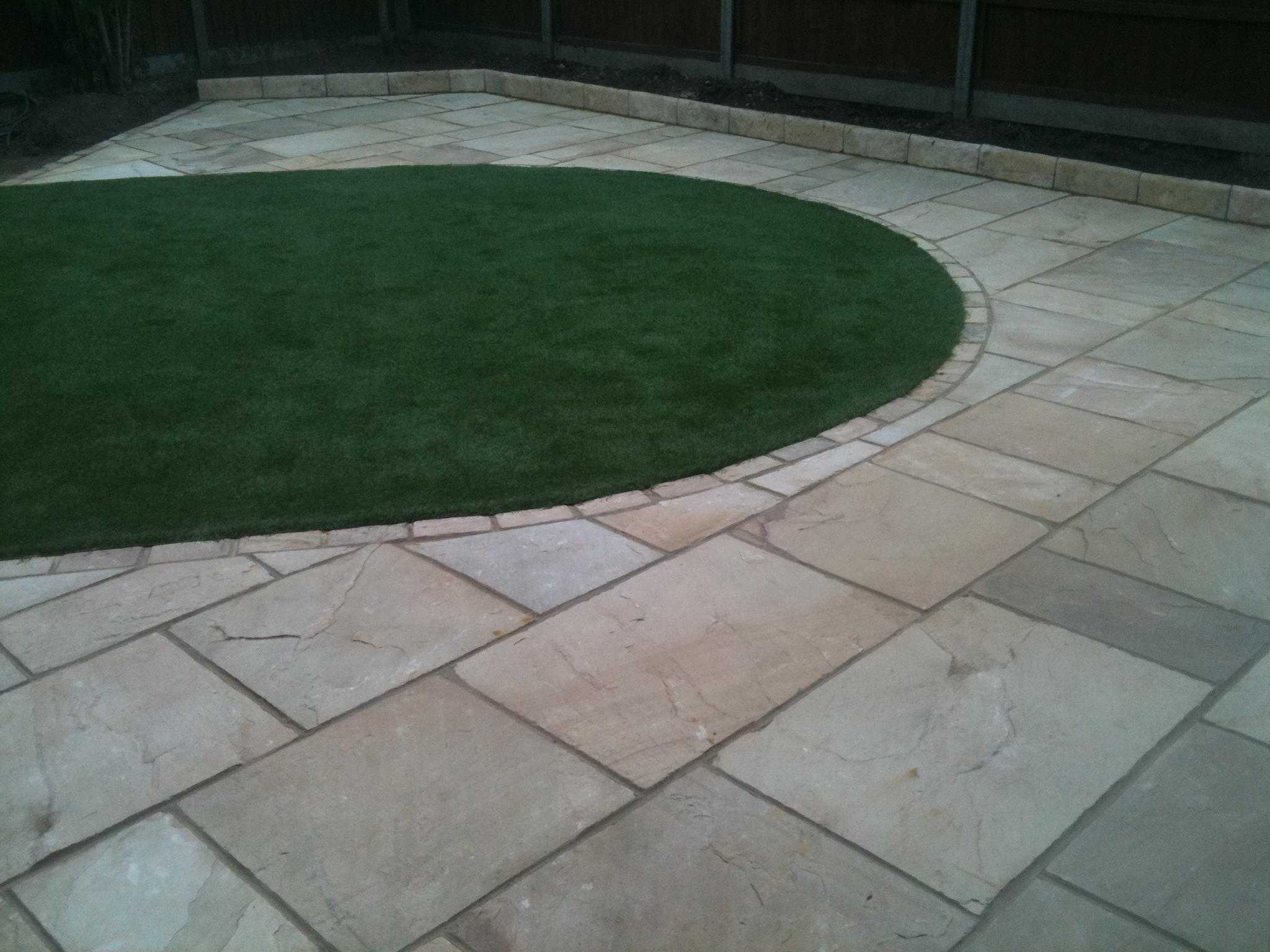 Low maintainance artificial lawn
